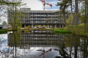 Groupe Cardinal - Akka Rocquencourt - Vue étang©Dubuisson Architecture