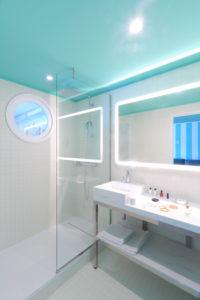 ©Ludovic Maisant - Groupe Cardinal - Casarose - chambre verte salle de bain